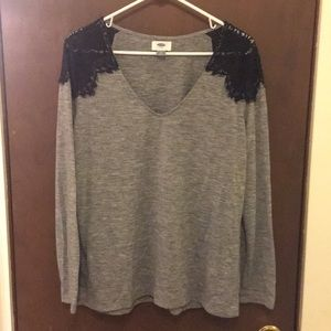 ❤️3 for 30❤️ Old Navy long sleeve lace detail tee